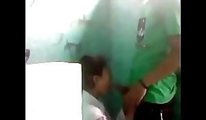 Alunos dentro do banheiro boquete Acesse o Video completo em hardcore video dapalan x-videos.club/KSQa