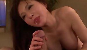 Asiatisch japanische Misquote bekommt Schwanz und Wichse von ihrem Sohn