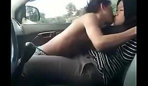 Supir Dan Majikan Hijaber Ciuman Di Mobil - Bustling VIDEO: xxxbit.ly/remaja18