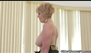 American granny Phoenix Skye shows the brush unprincipled genius