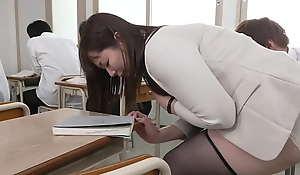 声が出せない絶頂授業で10倍濡れる人妻教師 翔田千里