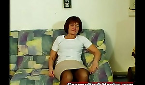 Layman granny showing howsoever to masturbate